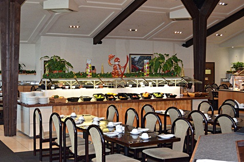 Restaurant with green plants and fresh fruits