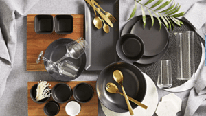 Complete set of classy tablewares