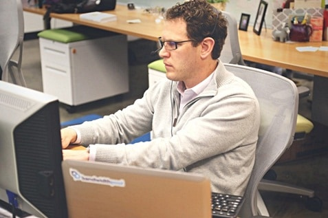 A employee working using his computer