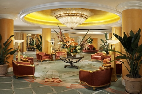 A hotel in Beverly Hills with cozy and beautiful designed lobby