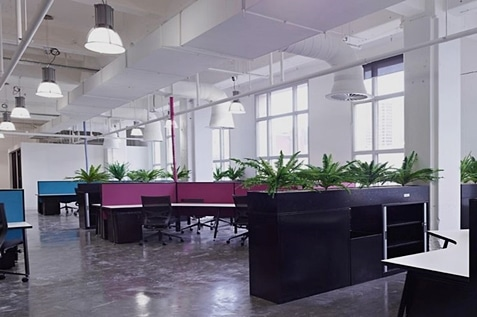 Great office design can quickly reduce stress in the for Leasing office decorating ideas